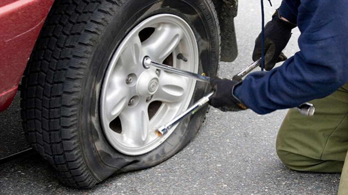 4 Essential Tips About Tire Punctures